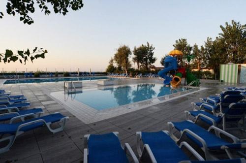 campeggio-con-piscina